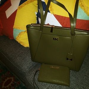 BEAUTIFUL new olive green Michael kors set!